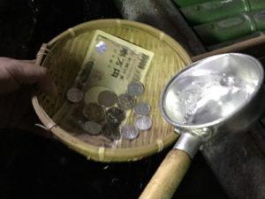 お金を洗っているところ