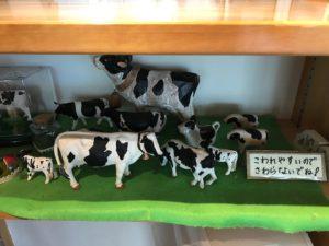 ミルク工房の店内のフィギュア